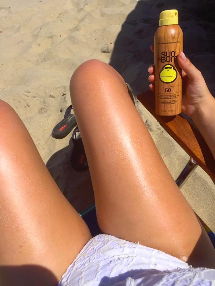 beach-essentials-sun-bum-sunscreen-tan